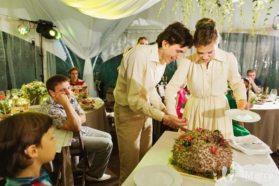 Внешний вид и украшение свадебного торта