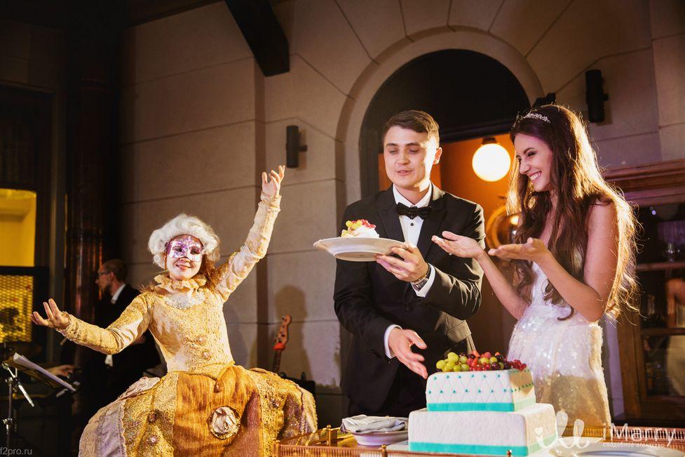 Как сделать свадебный торт оригинальным?